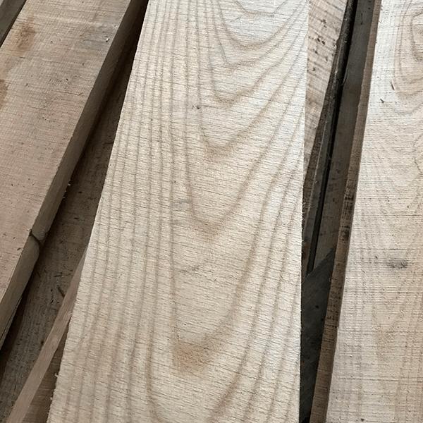 Обрезная доска из ясеня